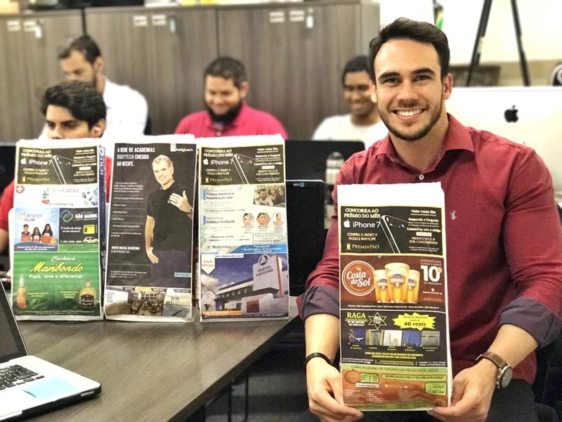 Empreendedor supera falência vendendo propaganda em saco de pão