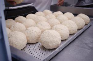 cozinha central franquia de pizzaria massa preparada