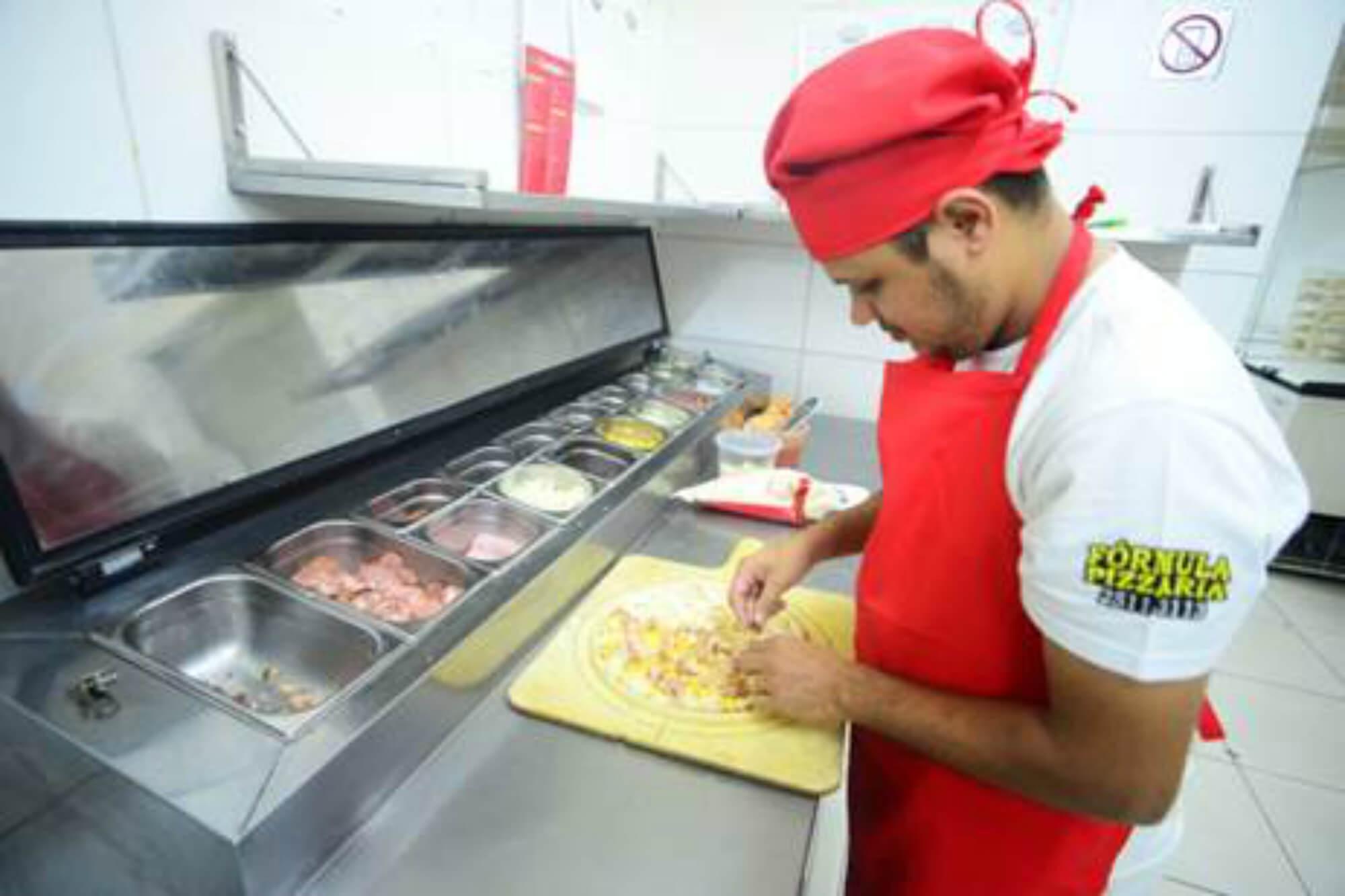 cozinha central em franquias de pizzaria - Fórmula Pizzaria