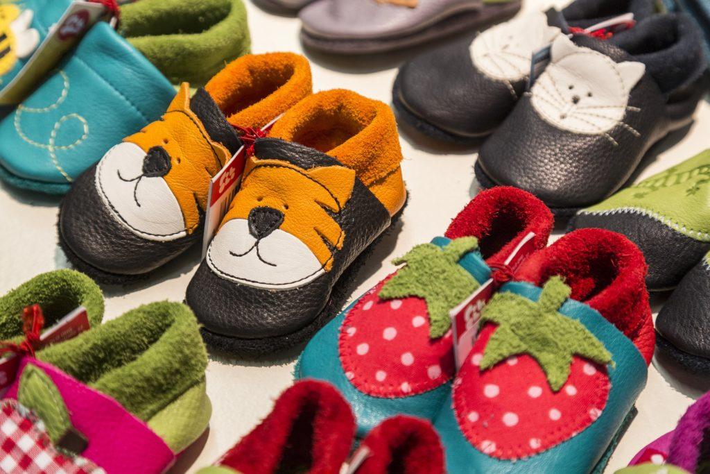 sapatos ilustrativo fun shoes texto franquias para o público infantil