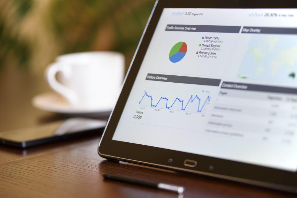 tela computador com mensuração de dados marketing digital