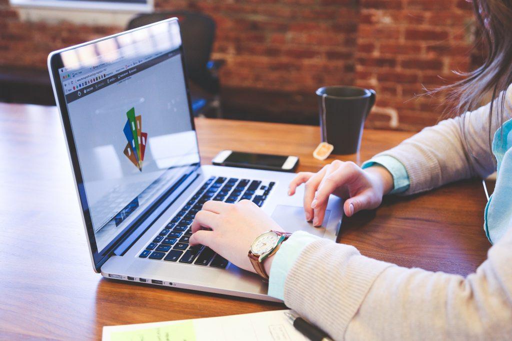 tela de computador marketing digital