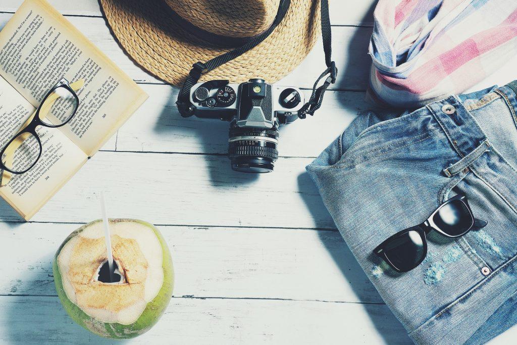imagem ilustrativa viagem câmera fotográfica coco verde