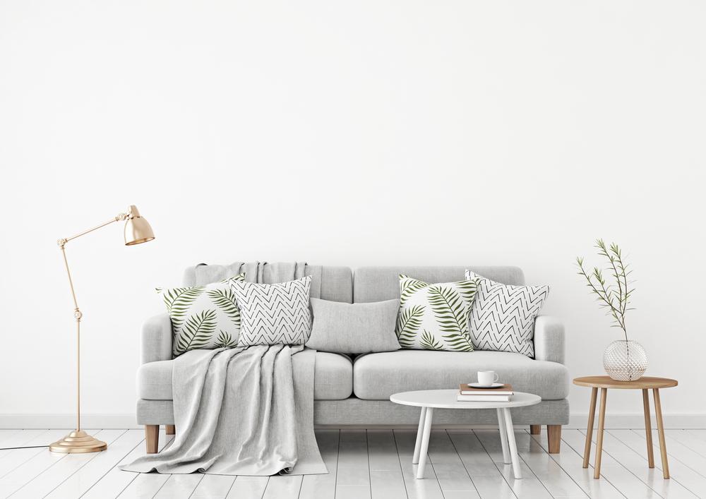 imagem de uma sala com almofadas em cima.
