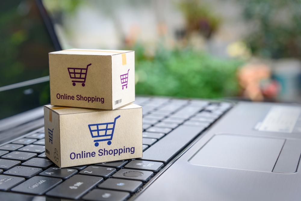 caixas entrega sobre o teclado pc ilustrativo franquia de vendas online franchising na crise