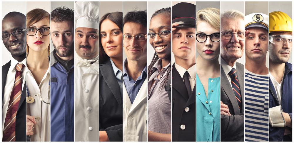 Varias pessoas com profissões diferentes representadas