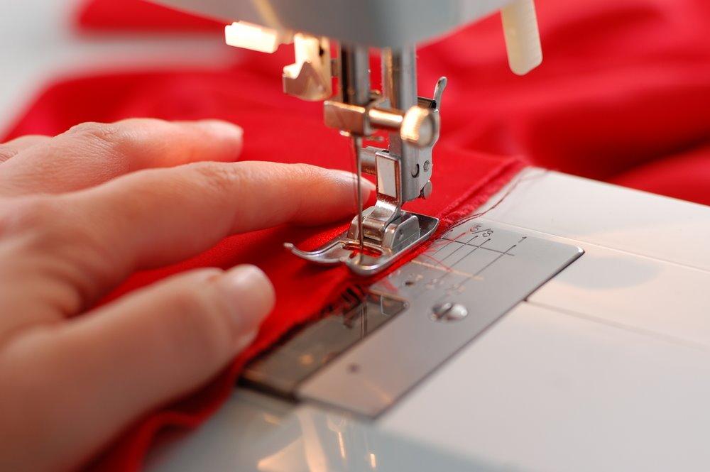 máquina de costura ilustrativo reforma roupa abrir franquia crise
