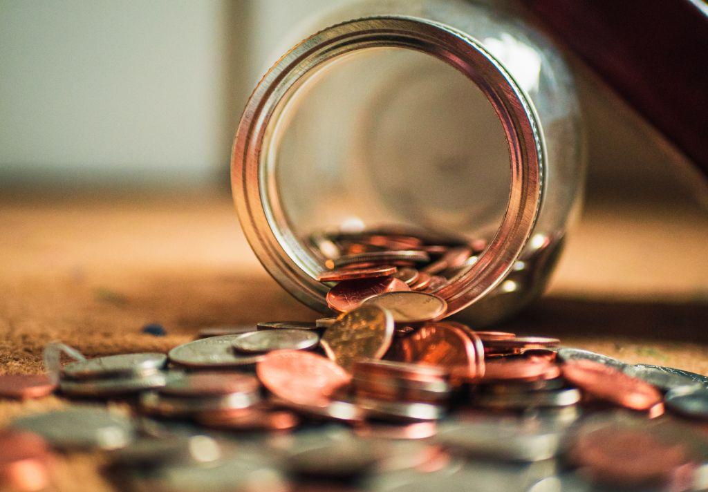 moedas em um pote