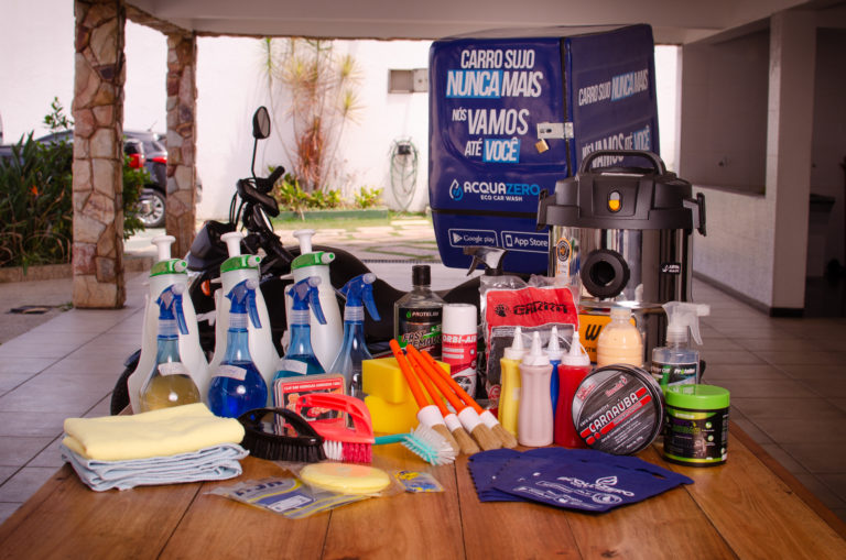 franquia de estética automotiva: produtos e equipamentos da acquazero e o baú para motociclista