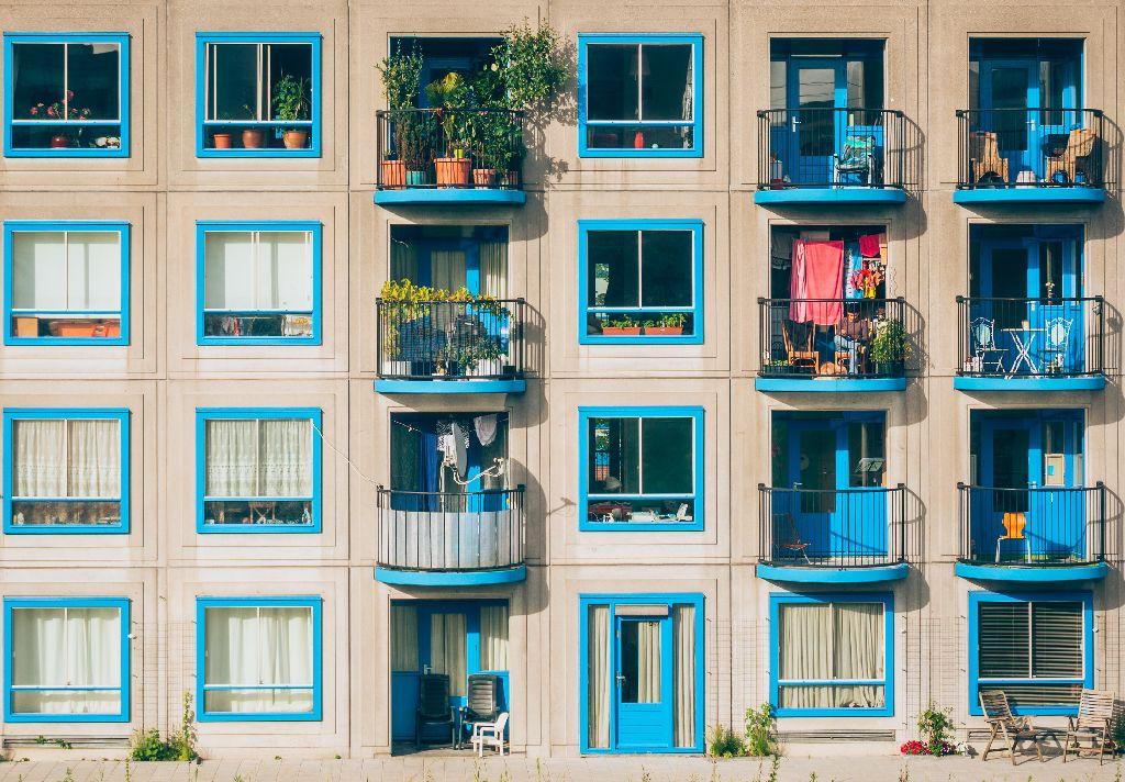 janelas prédios franquias baratas home office
