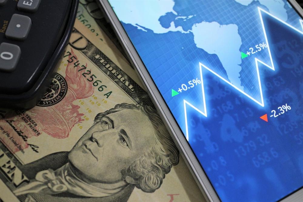 imagem ilustrativa com gráfico financeiro e dólar
