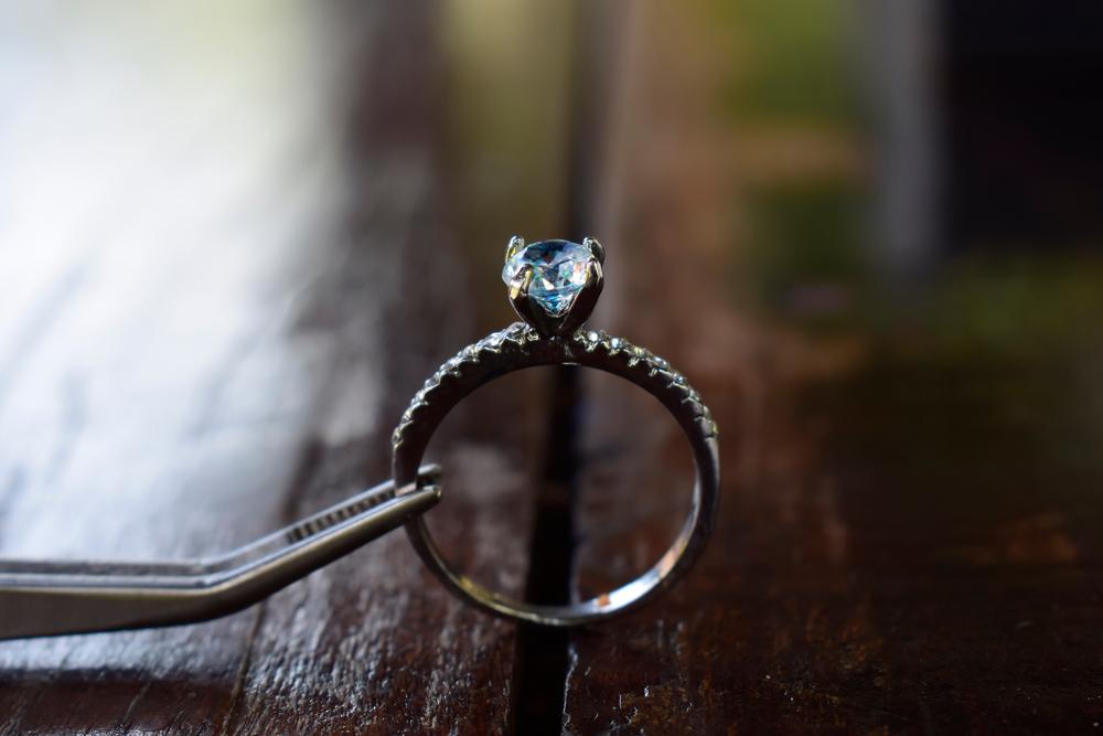 franquias baratas 2021: anel de diamante em destaque